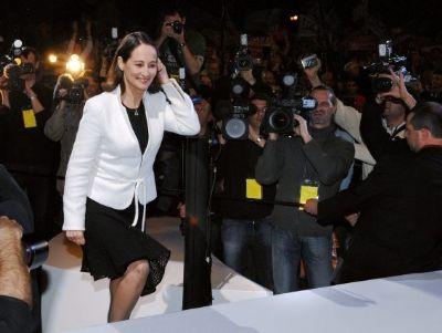 robe noire et veste blanche
