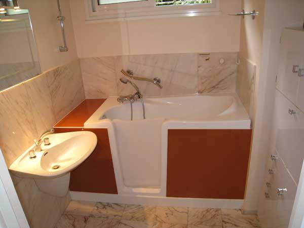 les baignoires avec porte. Black Bedroom Furniture Sets. Home Design Ideas