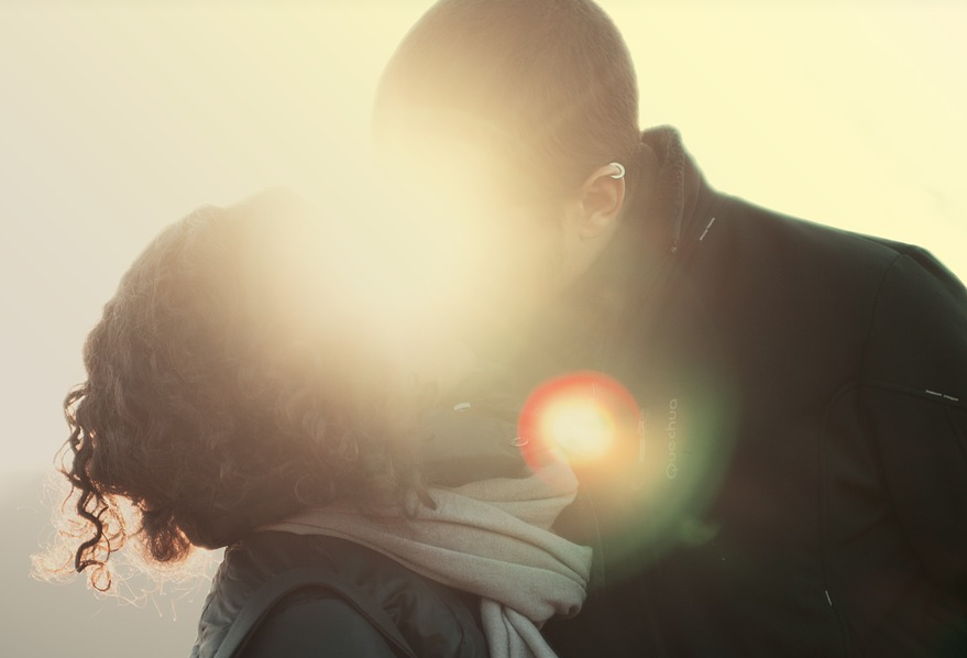 Une relation sexuelle sans aucune attirance physique, est-ce possible ?