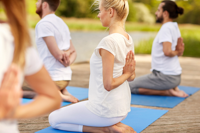 Comment choisir son cours de yoga   - AxonPost eda07ce6af9
