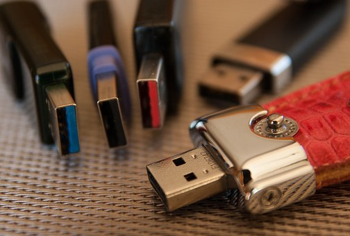 Clé USB personnalisée: article de cadeau pratique