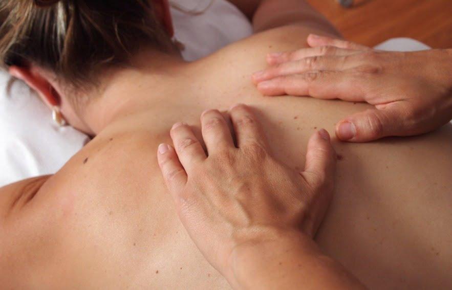 patient qui réalise un massage